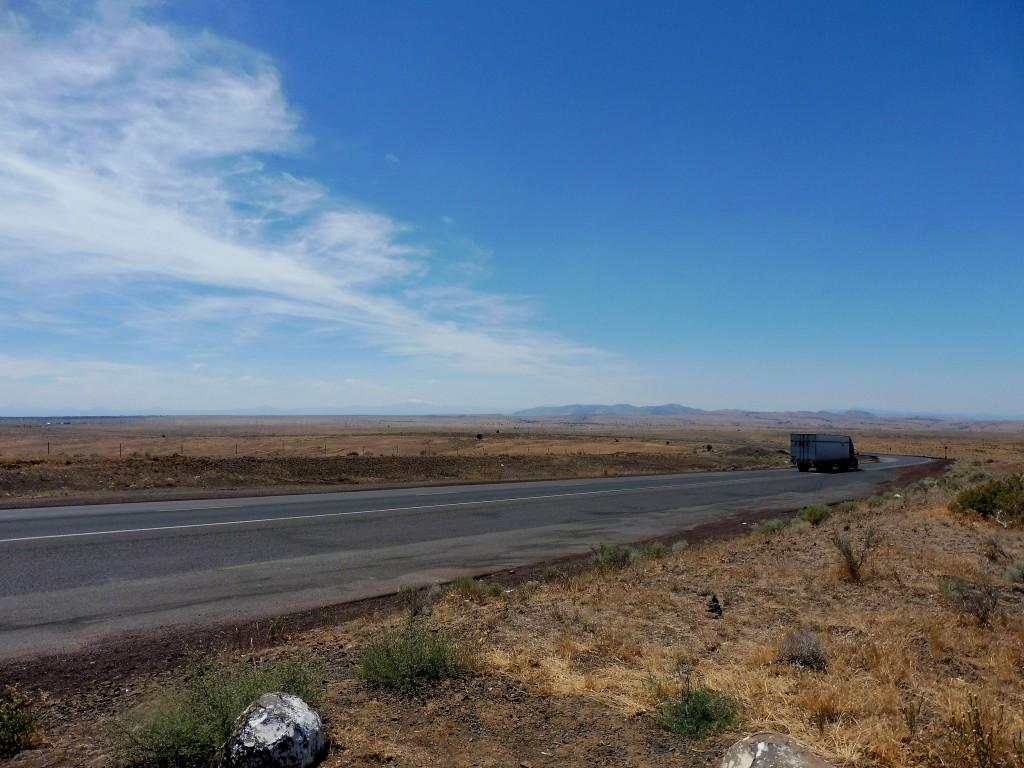 route dans le Haut désert de l'Oregon