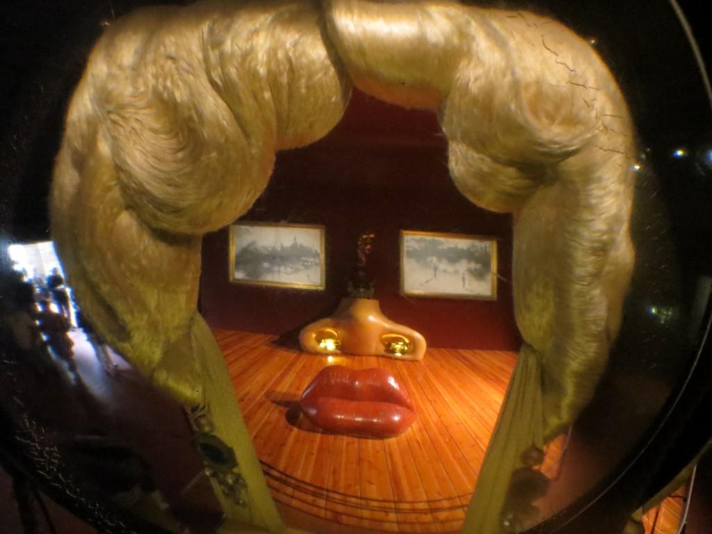 oeuvre de Dali dans son musée à Figueras