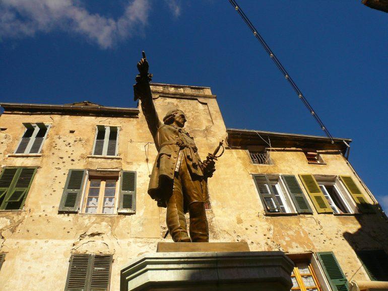 statue à Corte - corse