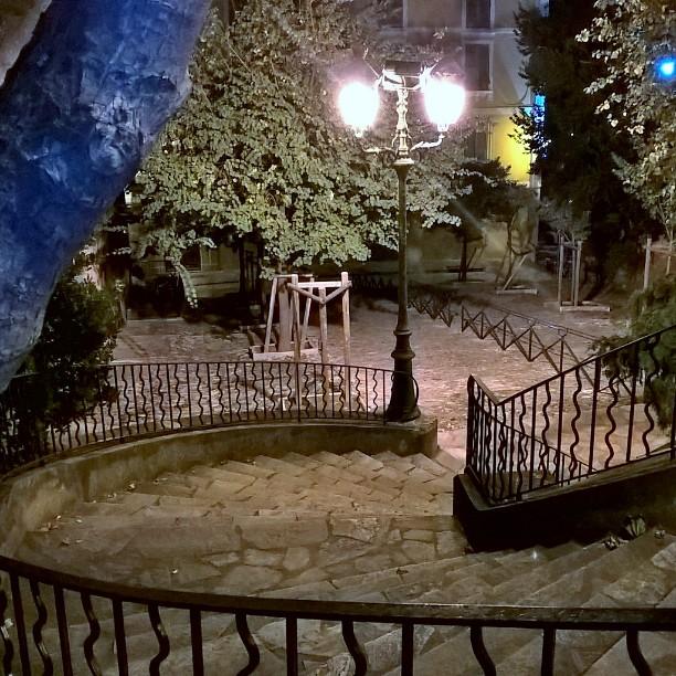 escaliers dans bastia - la nuit