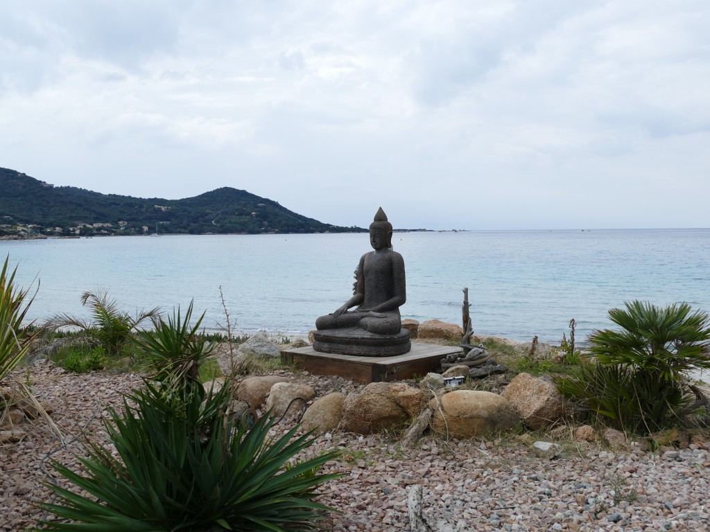 boudha sur la plage d'Argent - près d'Ajaccio