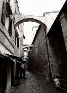 arche dans les ruelles de Bonifacio