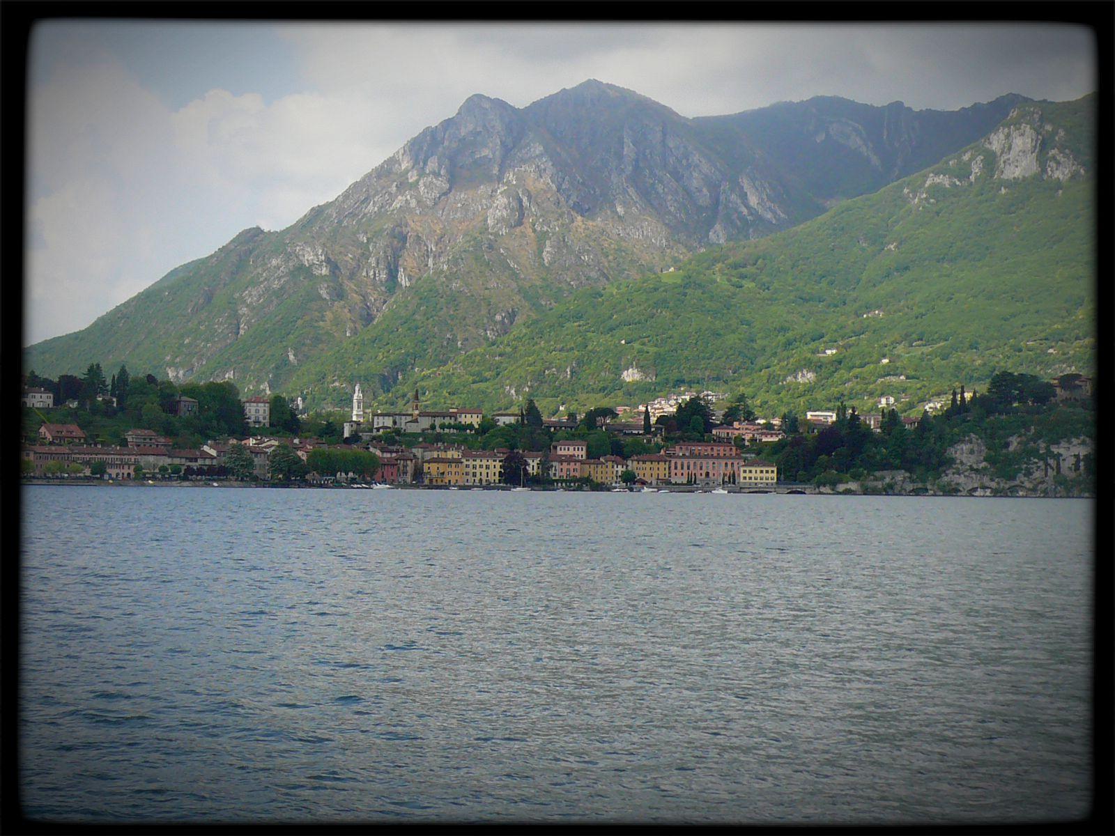 le bateau quitte Lecco