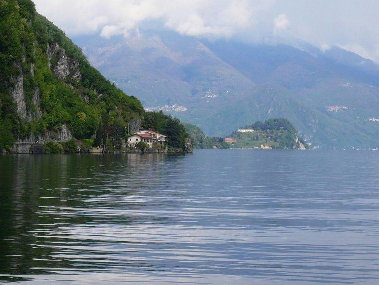 bellagio sur le lac de come depuis le bateau