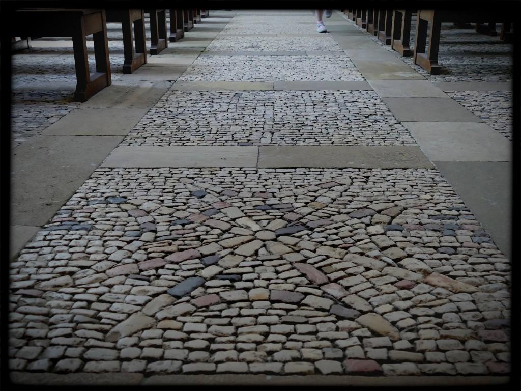 sol des anciens hospices de Hautefort et le musée de la médecine (Dordogne)