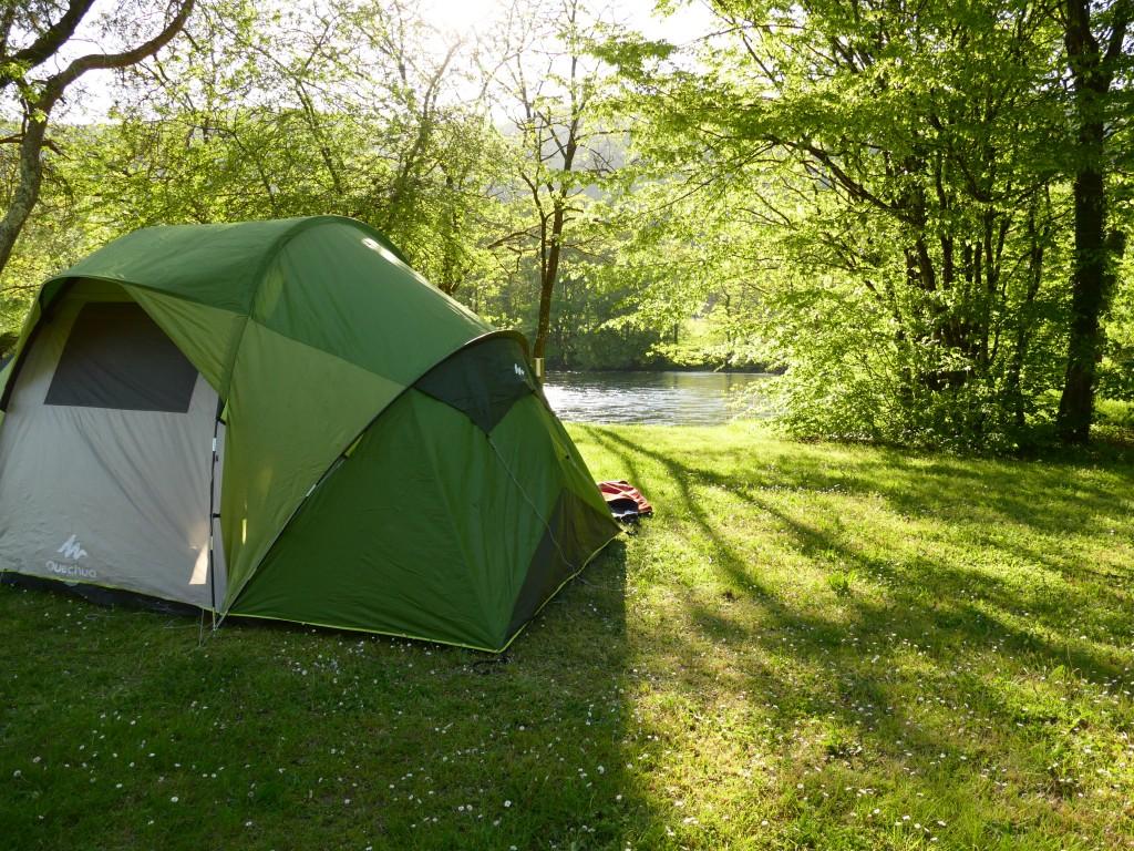 notre tente au bord de la Dordogne