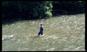pêcheur dans la rivière Aude