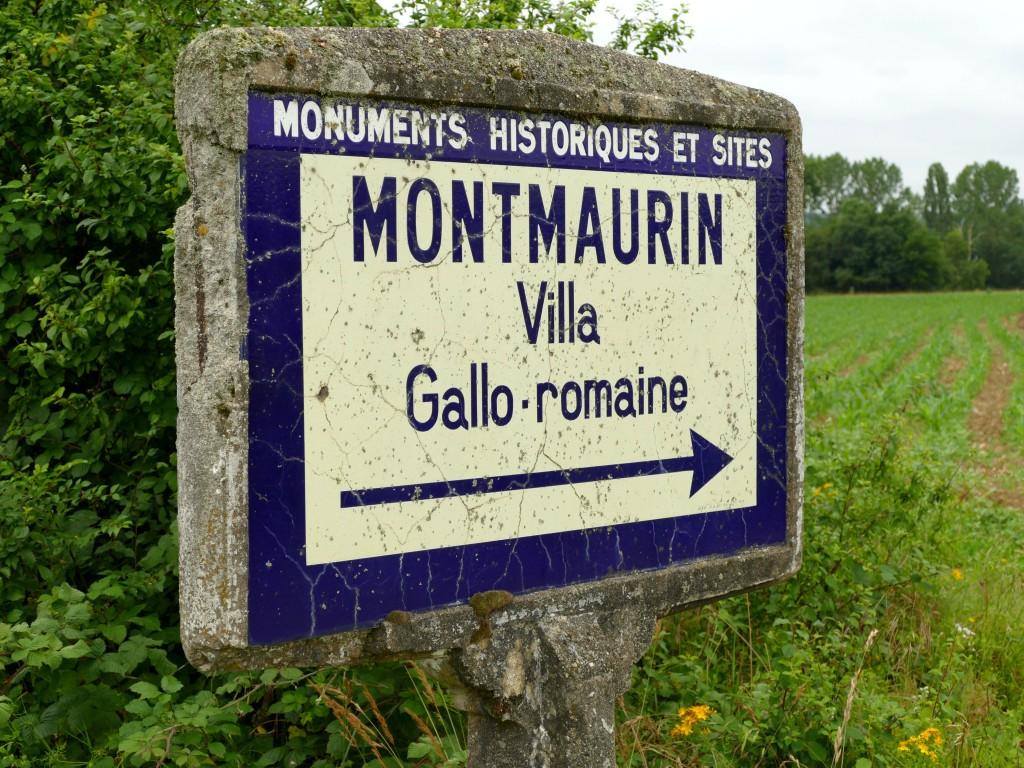 panneau indiquant le site archéologique de Montmaurin (Haute-Garonne)