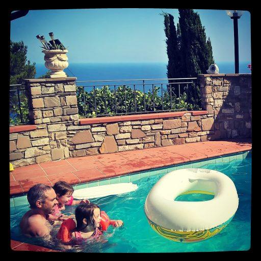piscine vue sur mer en Liguria