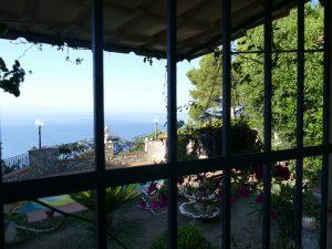 mer par la fenêtre en Liguria