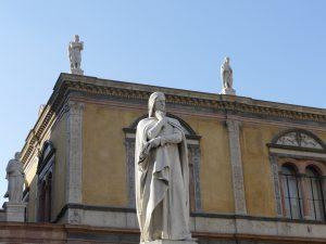 sculpture dans les rues de Vérone (Italie)
