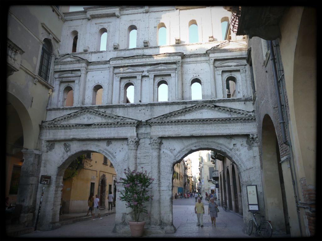 Mur antique dans les rues de Vérone