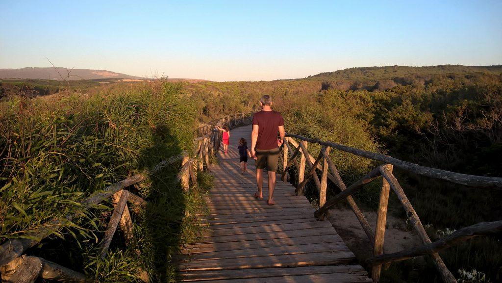 chemin en bois de la Plage d'Is Arenas en Sardaigne