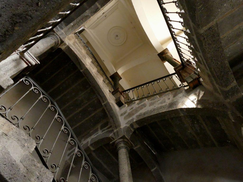 escalier en pierre de lave - Agde