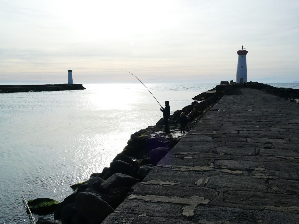 pêcheur au phare de la Tamarissière - Agde
