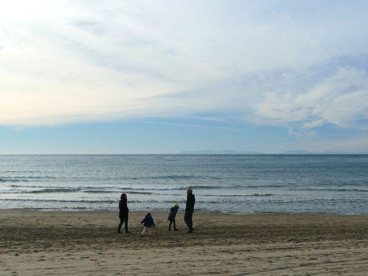 ma famille et moi sur la plage du Grau d'Agde en hiver