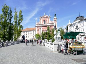 L'église franciscaine et le Triple Pont devant