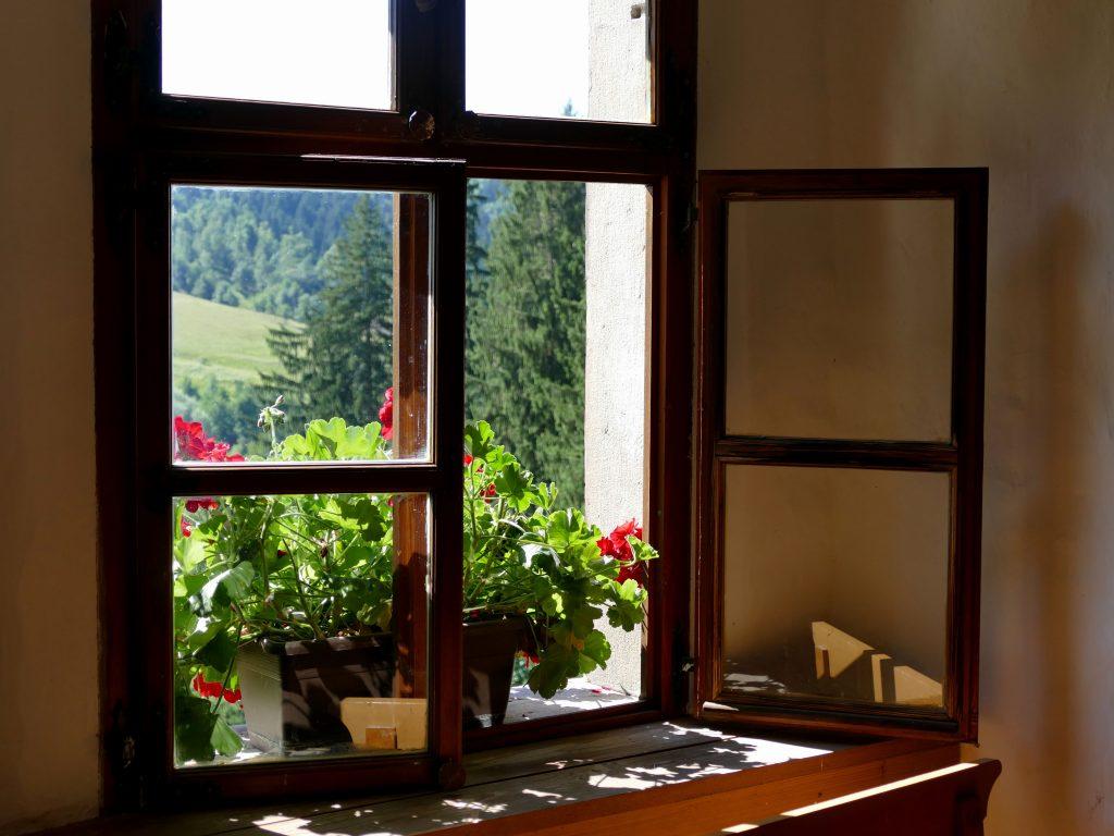 fenêtre dans chateau de Predjama
