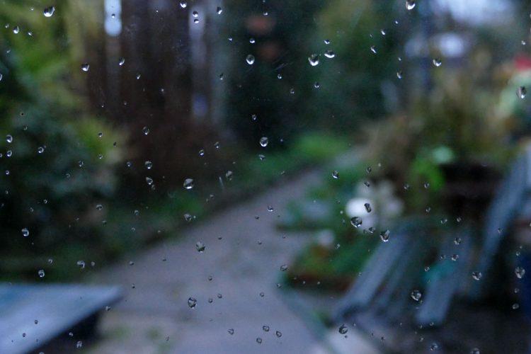 gouttes de pluie sur fenetre