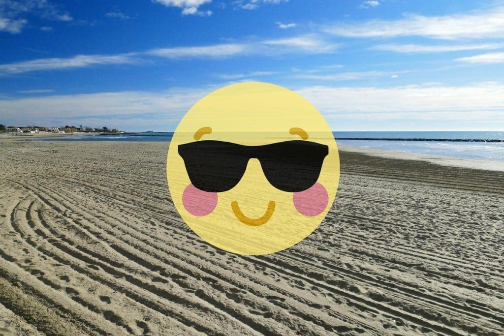 plage du grau d'agde et smiley avec lunette de soleil
