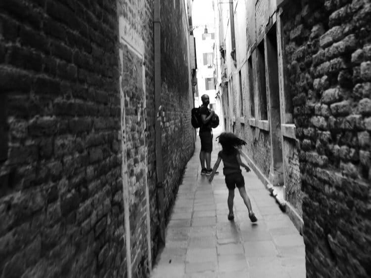 ruelle Venise en noir et blanc