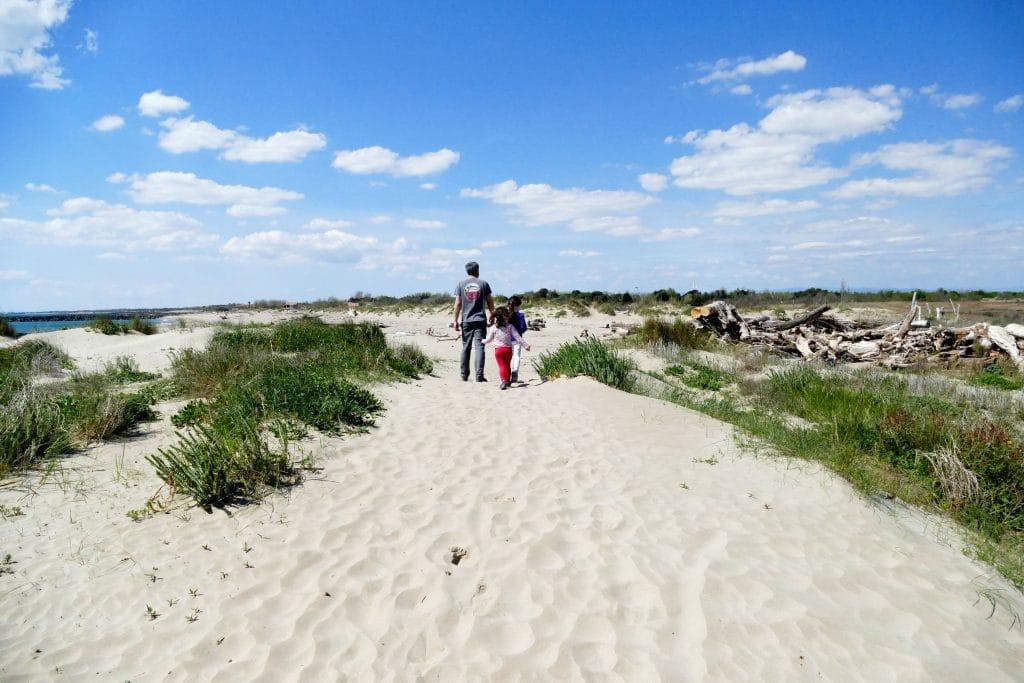 une famille sur une plage