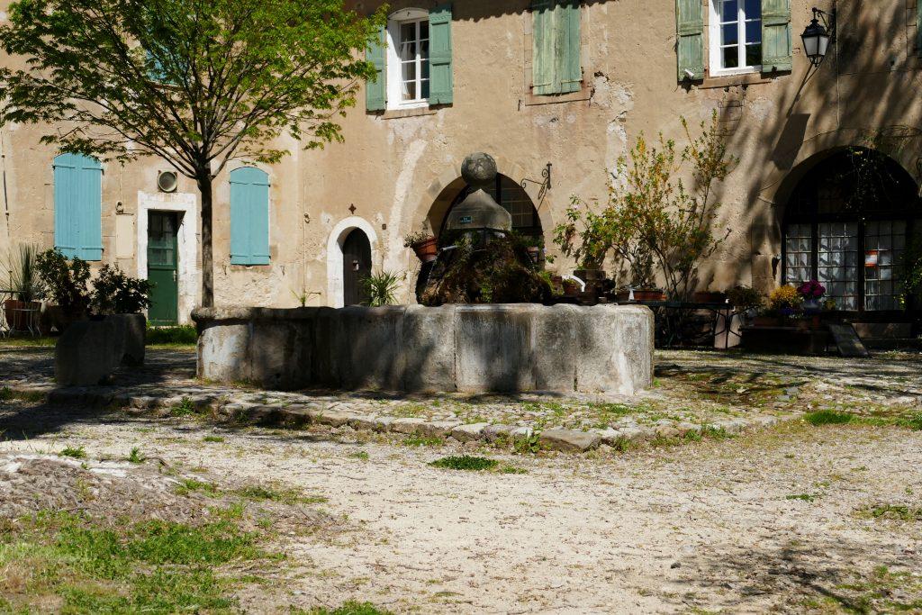 fontaine dans la Manufacture de Villeneuvette - Hérault