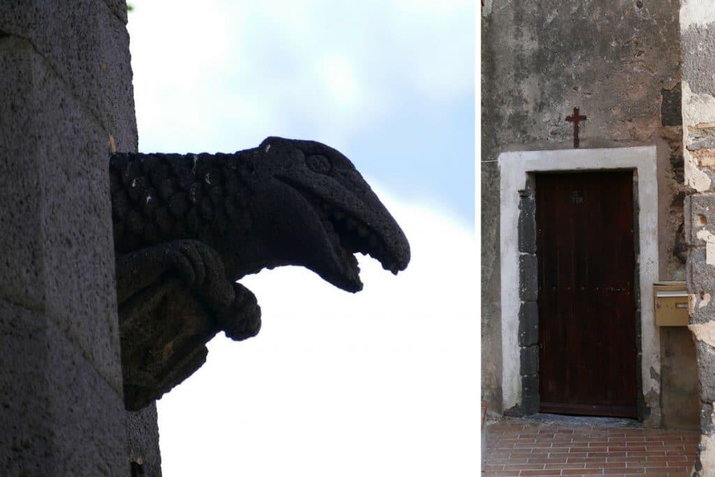 gargouille et porte de l' église saint-André à Agde