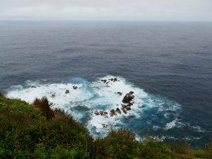 océan agité au phare d'Albarnaz - Flores