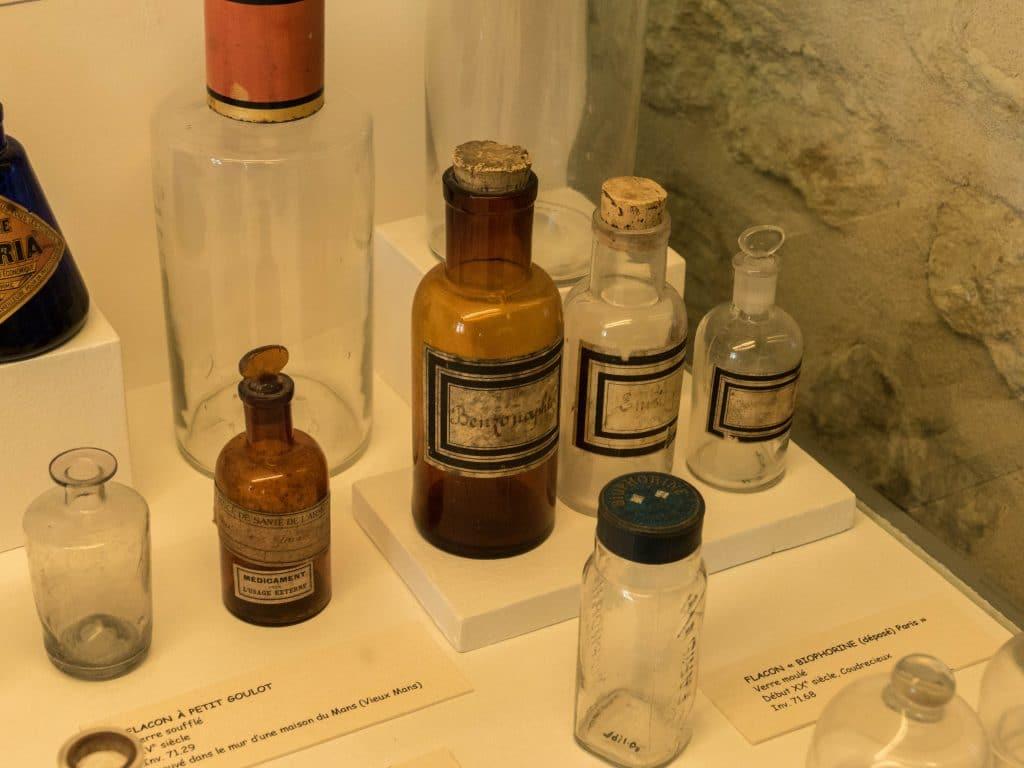 fioles au château musée Saint-Jean de Nogent le Rotrou