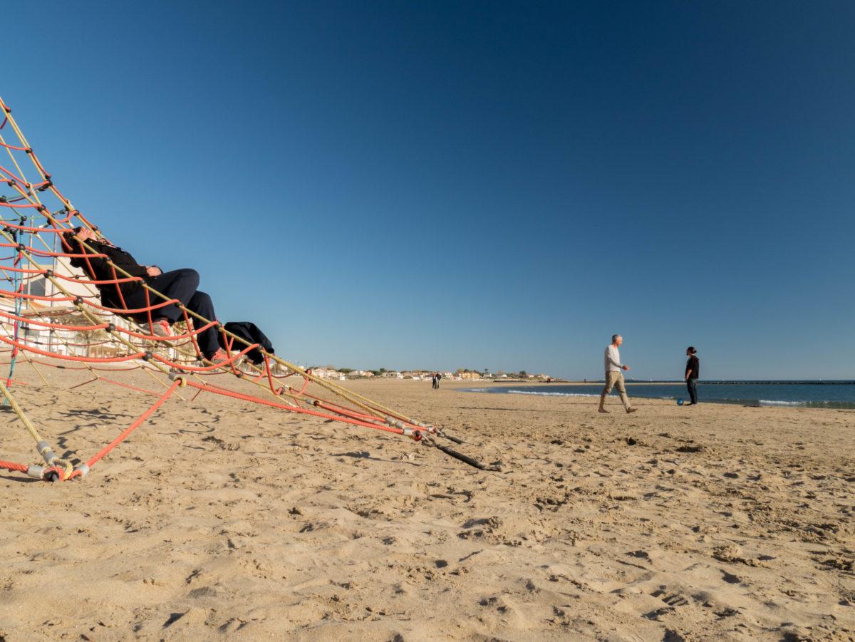 Sassy faisant la sieste sur la plage du Grau D'agde