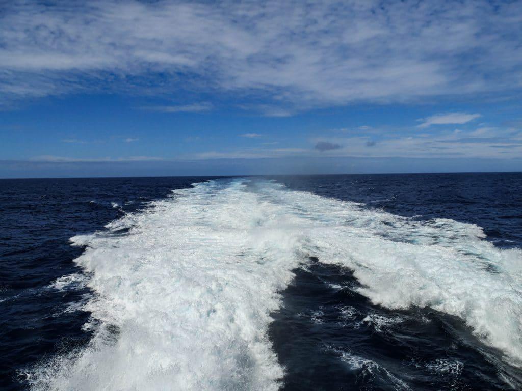 l'océan Atlantique depuis le ferry entre Flores et Faial aux Açores