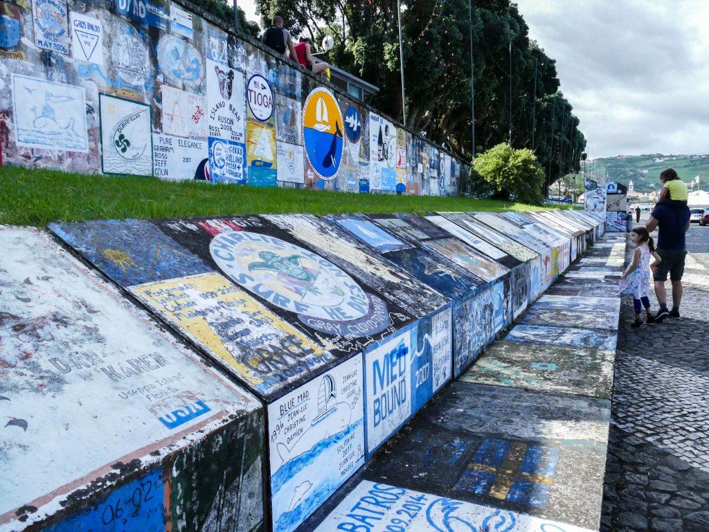 peintures dans le port d'Horta sur Faial (Açores)