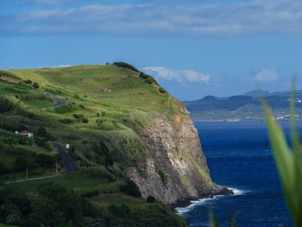 falaise de Faial depuis Horta