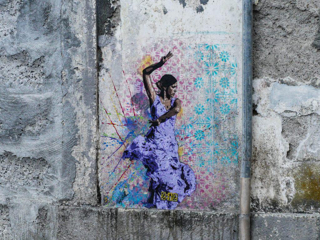 peinture d'une danseuse dans Horta
