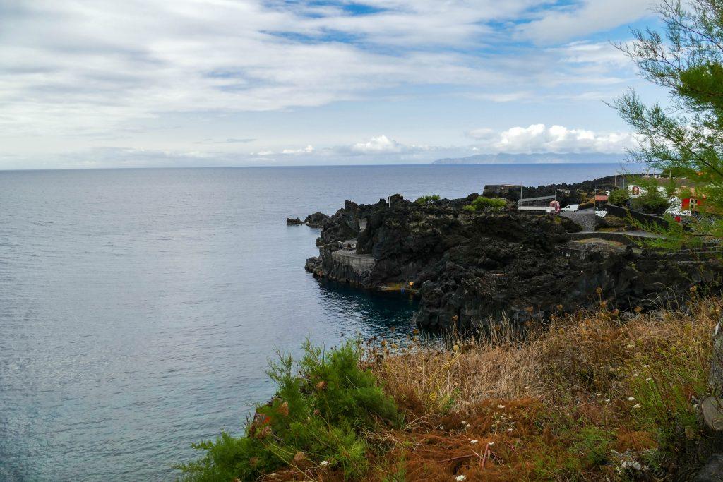 vignes entre entre Lajido et Arcos sur Pico aux Açores