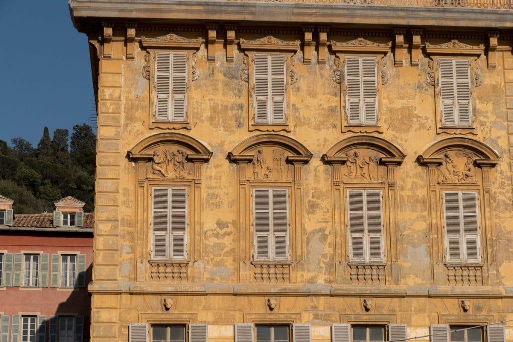 façade dans la vieille ville de Nice