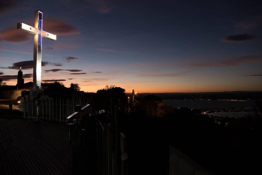 sète la nuit depuis le belvédère du Mont Saint-Clair
