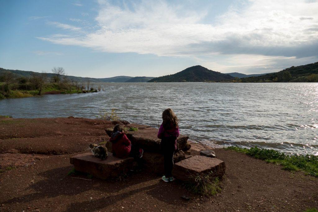 table de pique-nique à Celles / Lac du Salagou