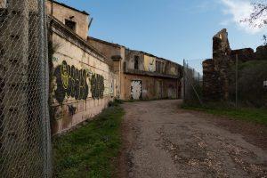 Celles, village en ruine au bord du lac du Salagou - Hérault